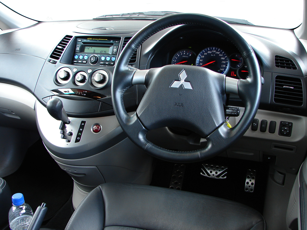 Pictures of mitsubishi grandis