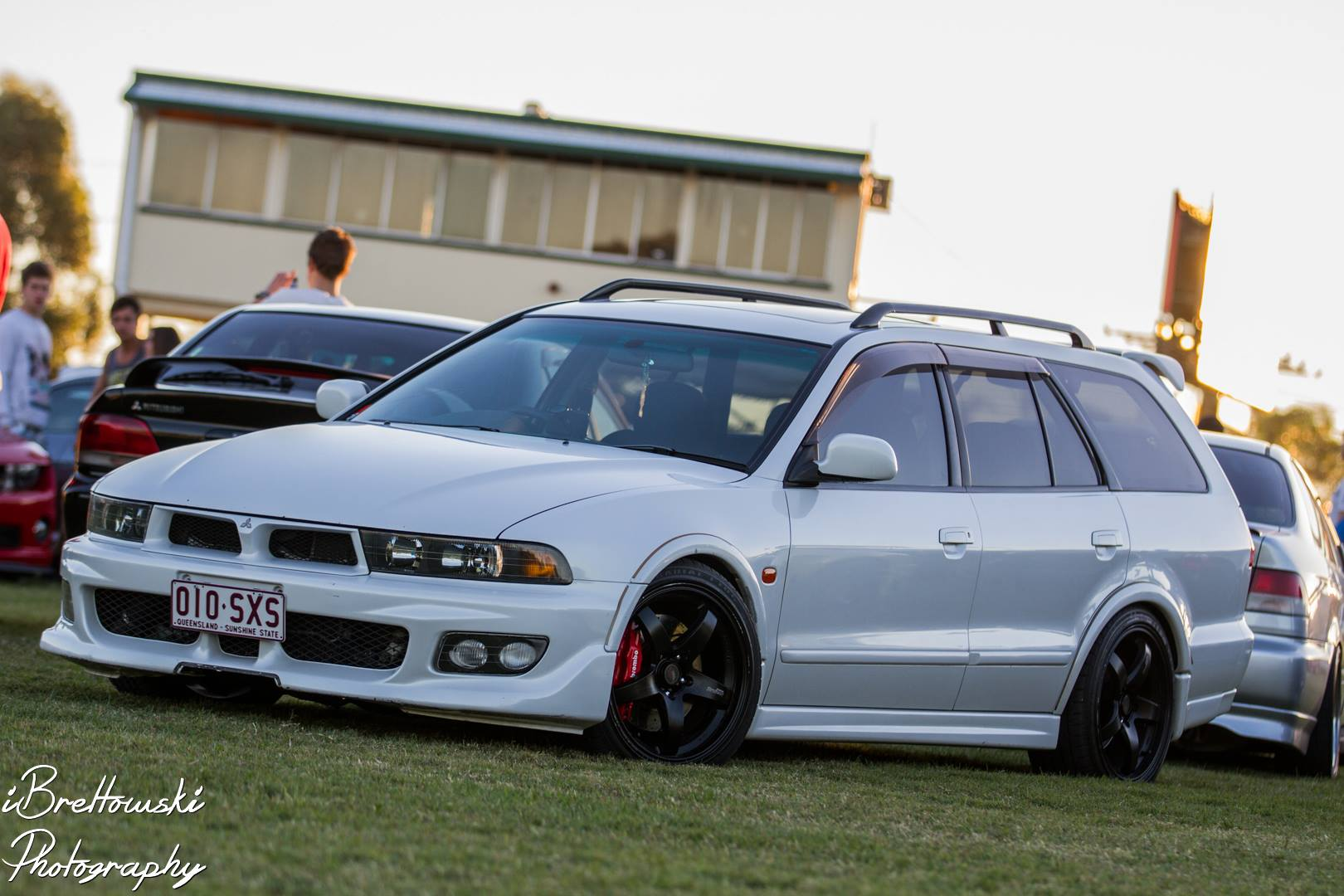 Pictures of mitsubishi legnum #2