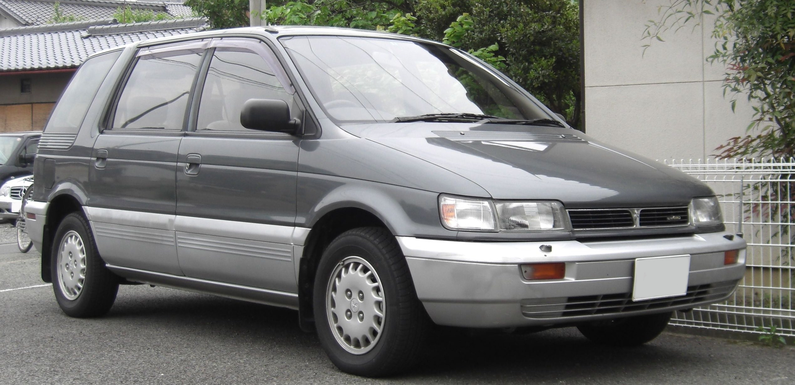 Pictures of mitsubishi space wagon (d0_w) 1990
