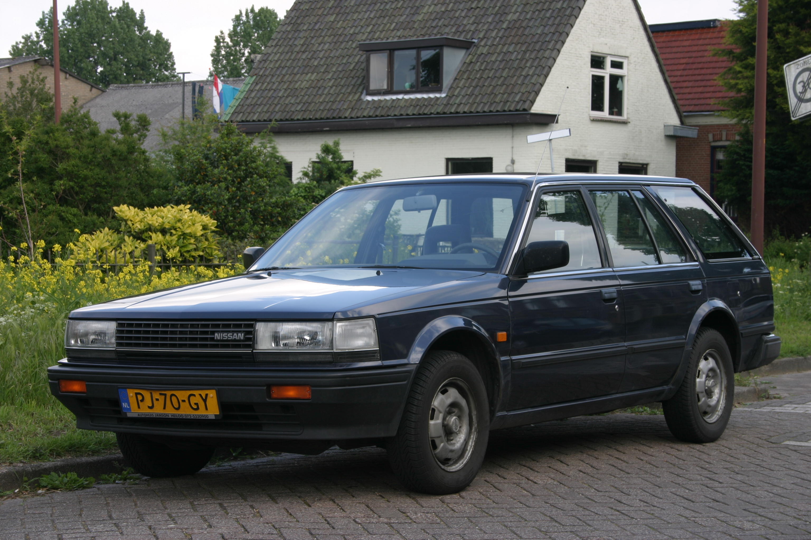 Pictures of nissan bluebird