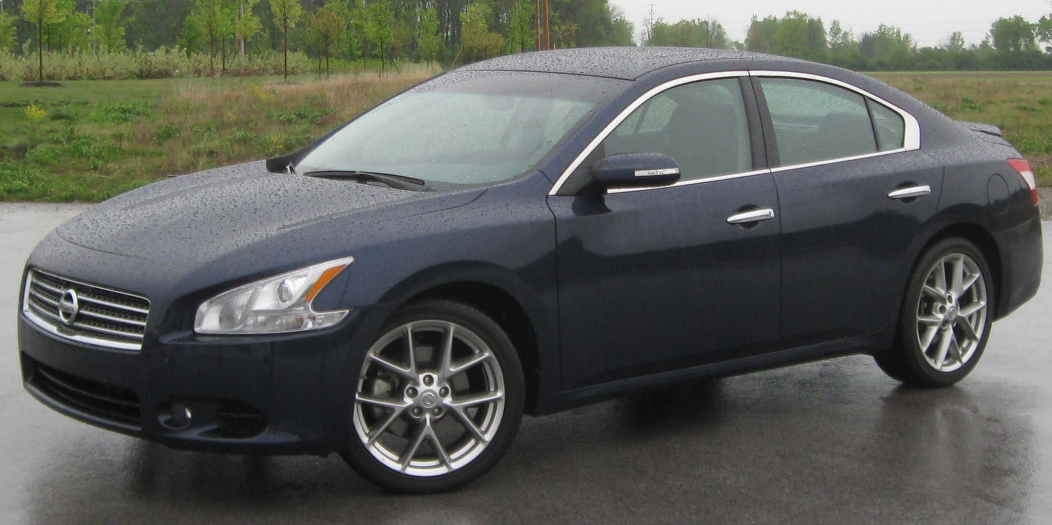 Pictures of nissan maxima #2
