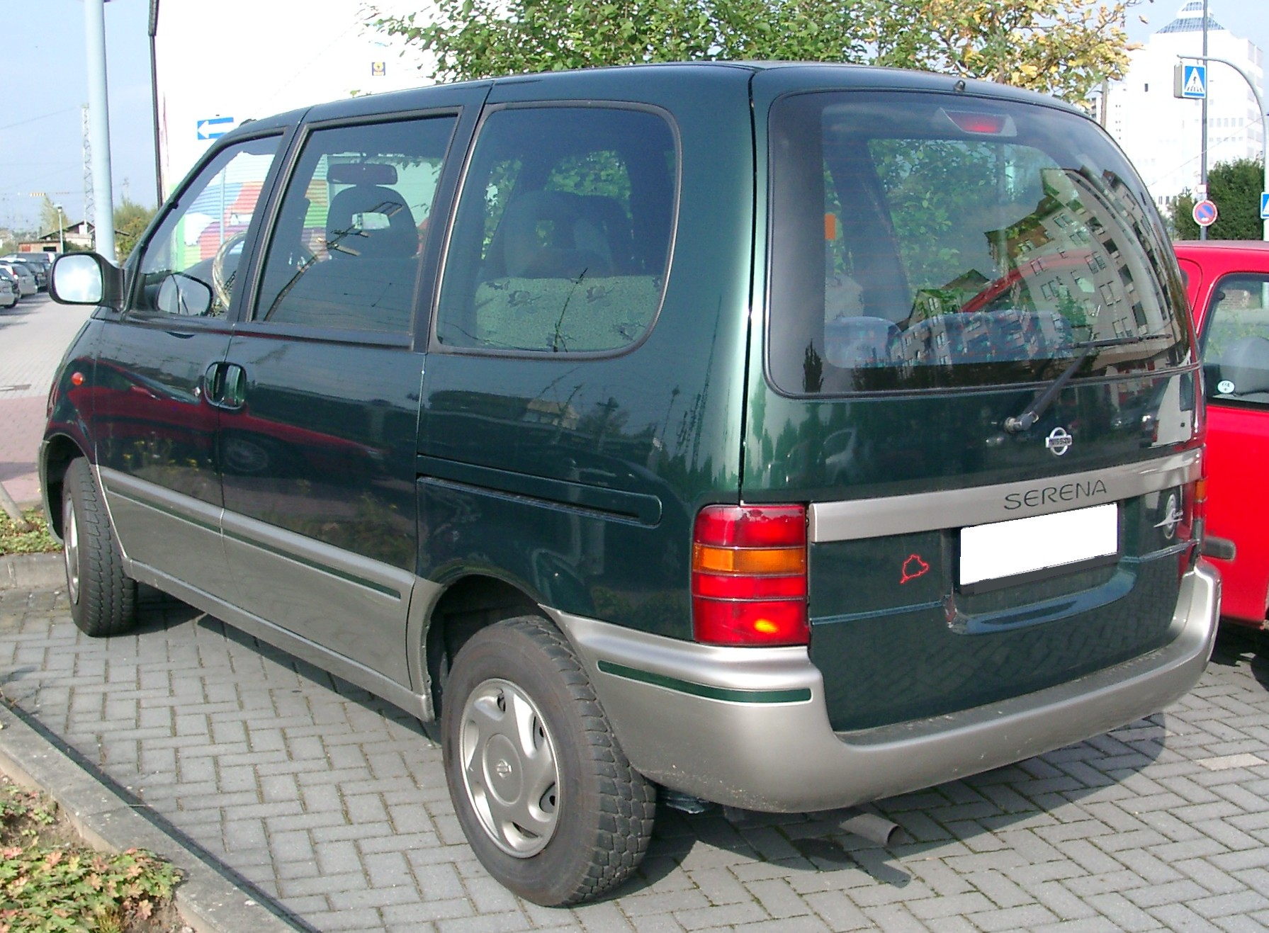 Pictures of nissan serena #5
