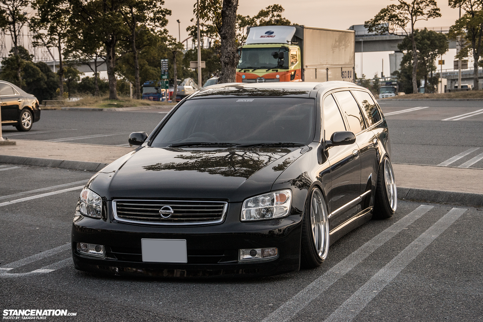 Pictures of nissan stagea