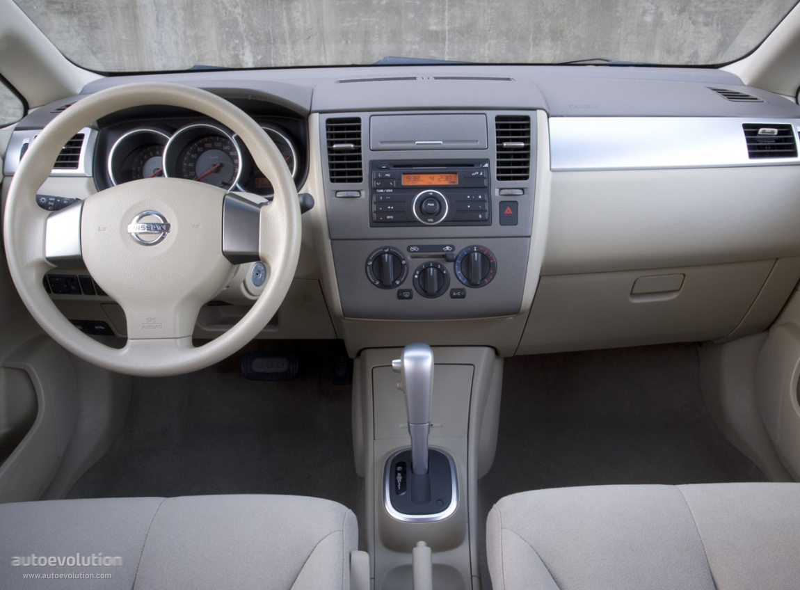 Pictures of nissan tiida 2006