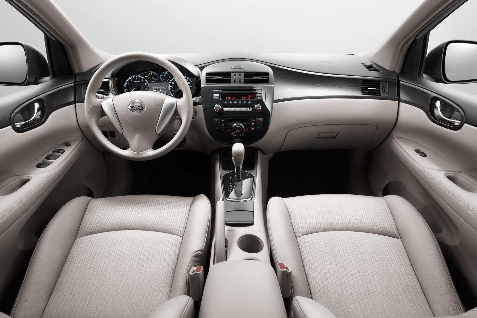 Pictures of nissan tiida 2013