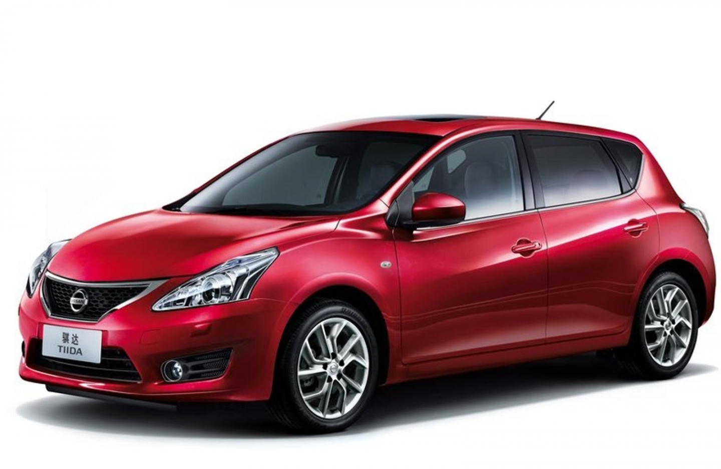 Pictures of nissan tiida 2014
