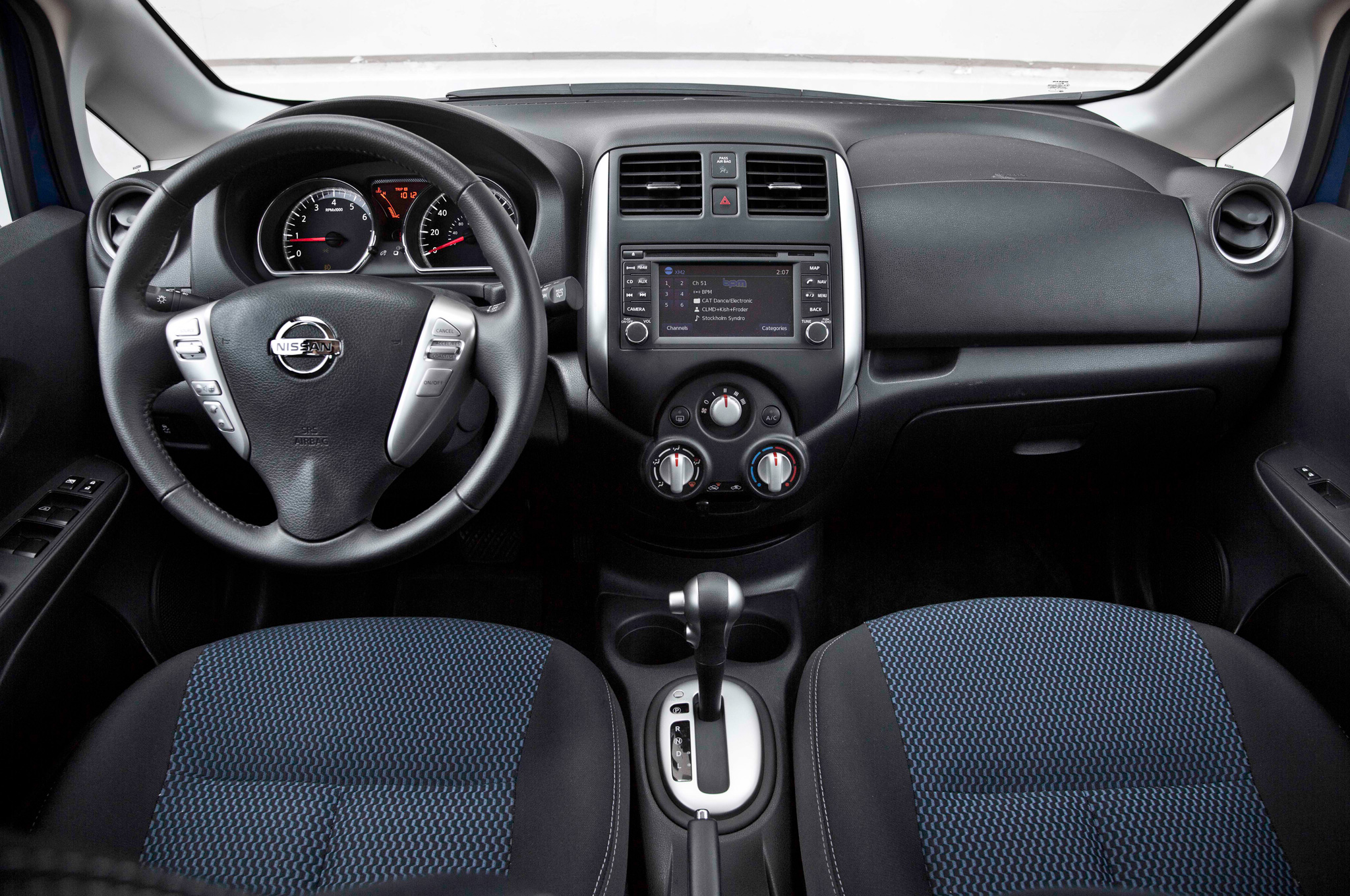 Pictures of nissan versa #6