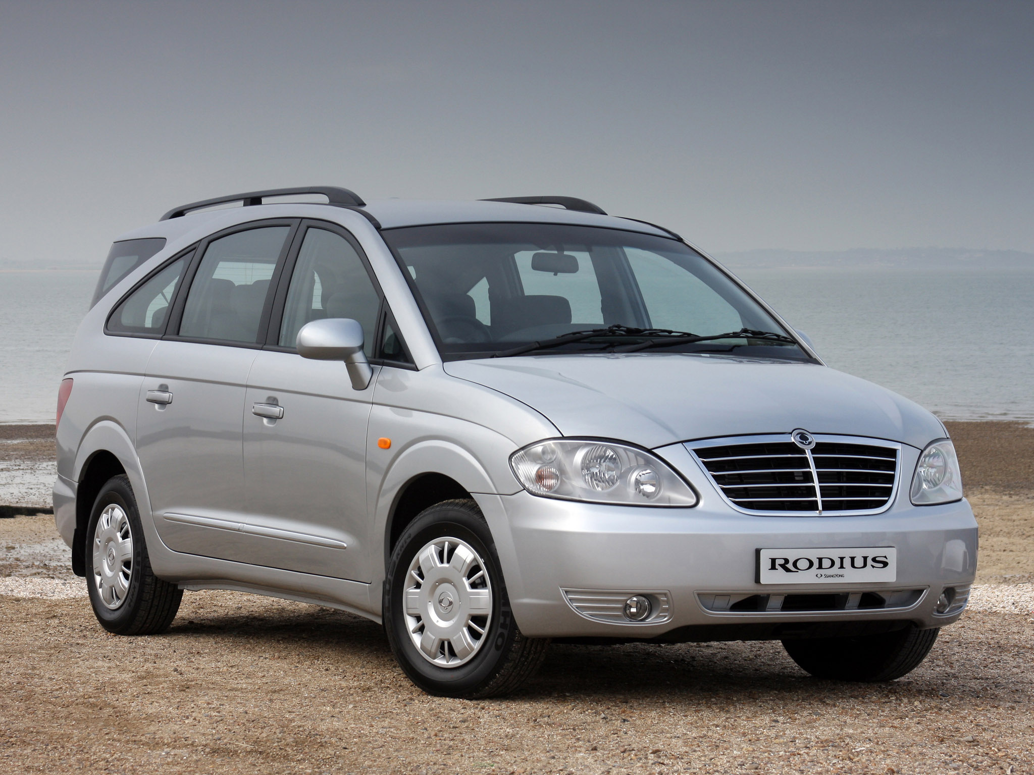 Pictures of ssangyong rodius 2010