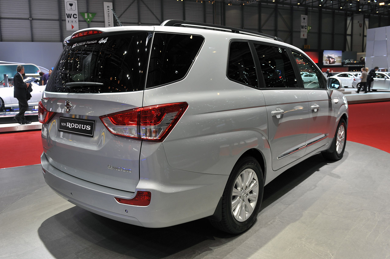 Pictures of ssangyong rodius