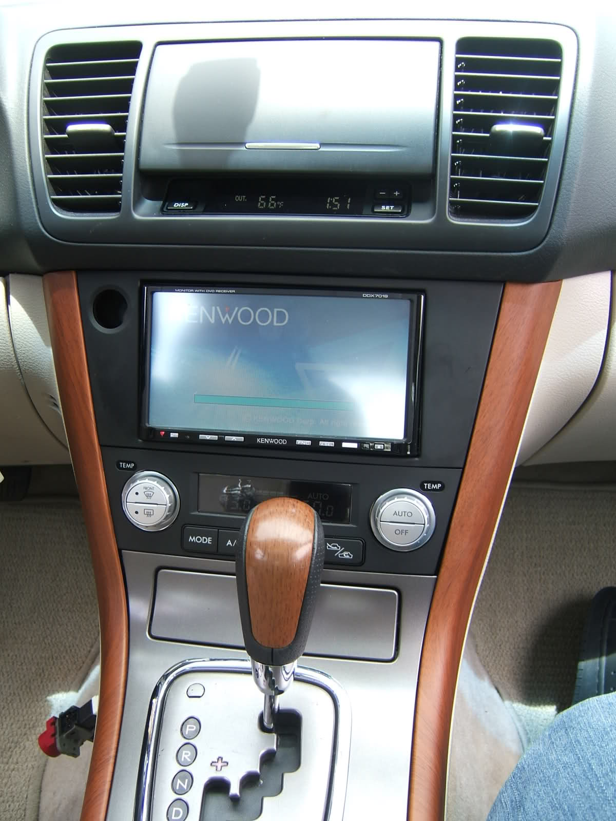 Pictures of subaru legacy outback iv 2009