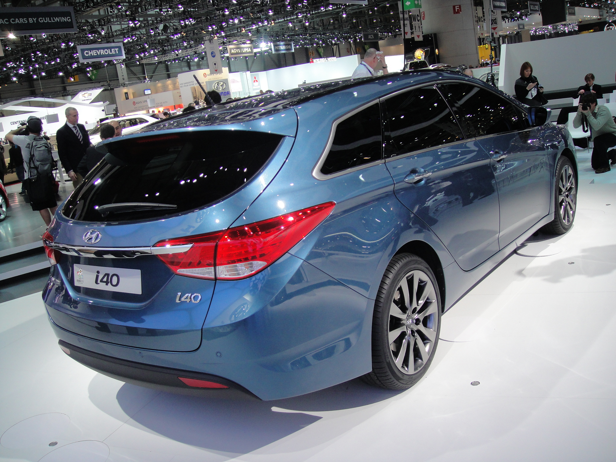 Pictures of subaru legacy wagon v 2012