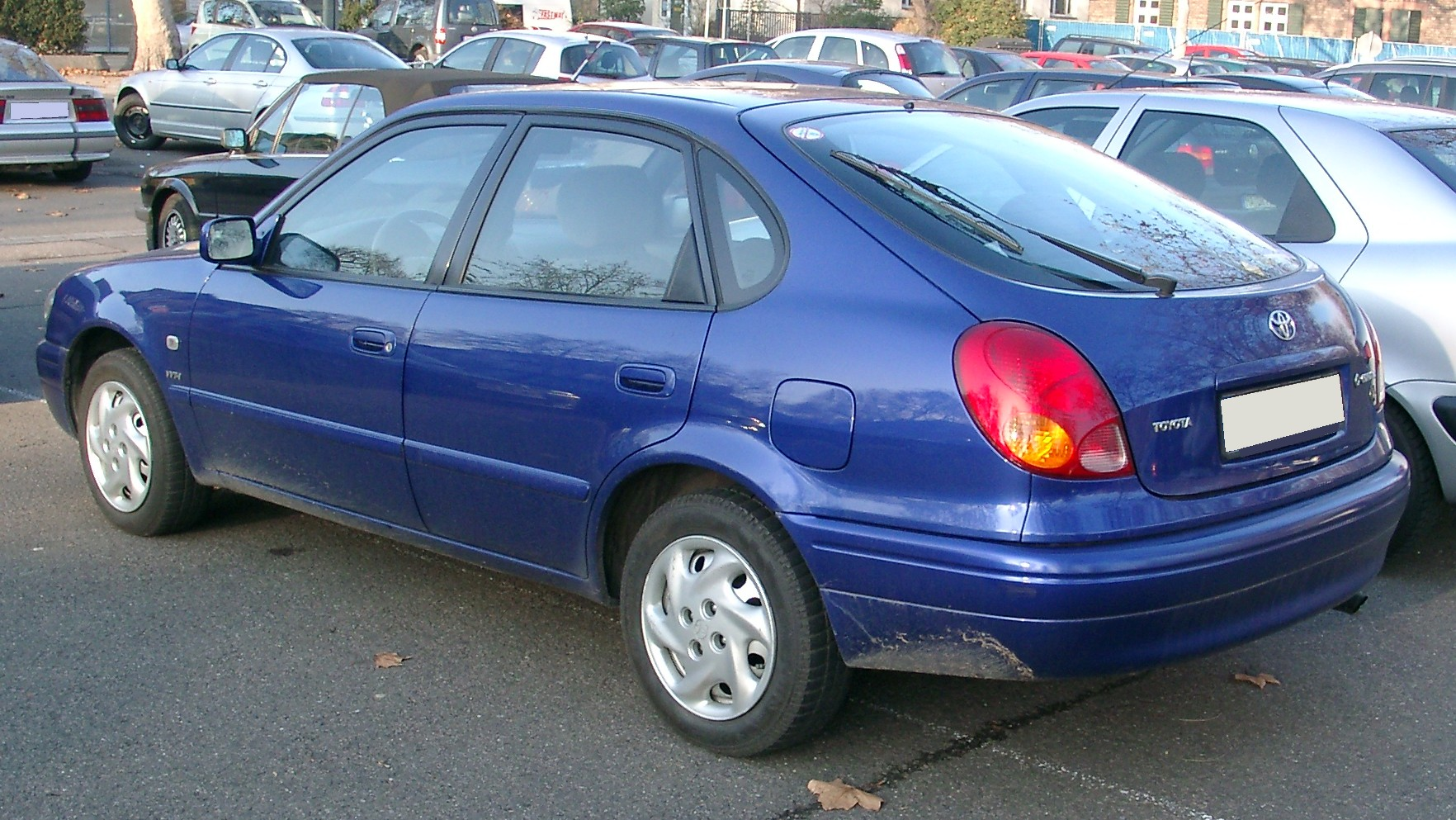 Pictures of toyota corolla liftback (e11) 1998
