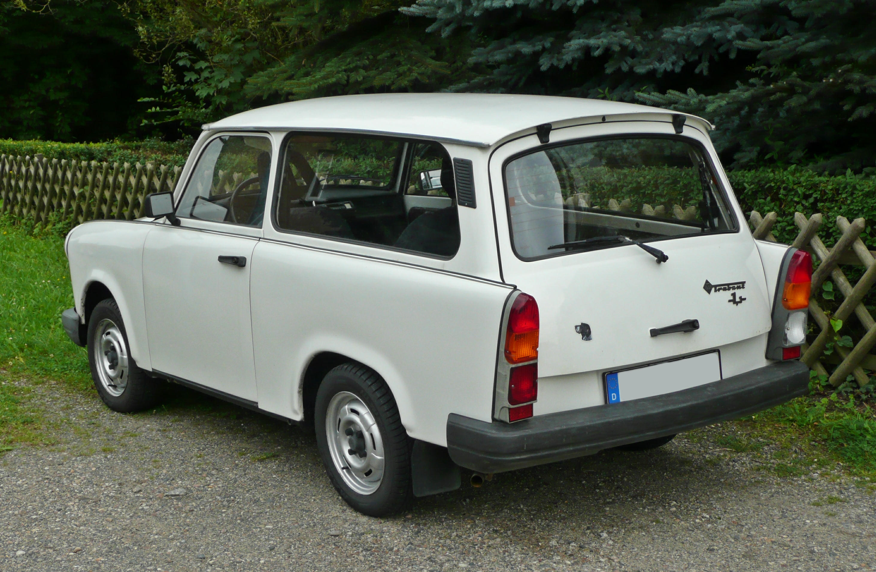Pictures of trabant 1.1 universal 1990