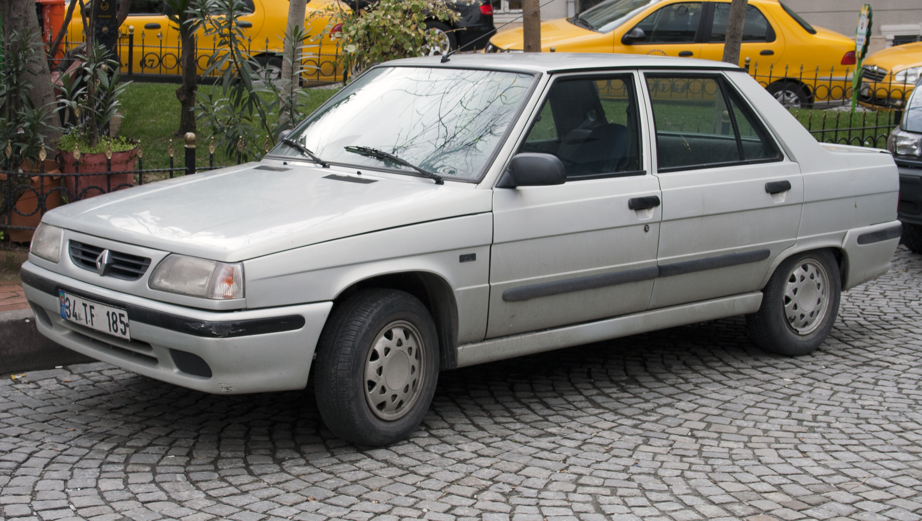 renault 9 images