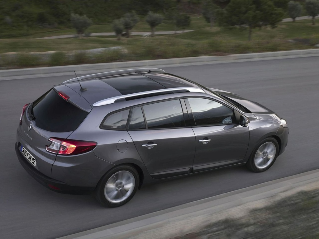 renault megane iii estate 2010 images