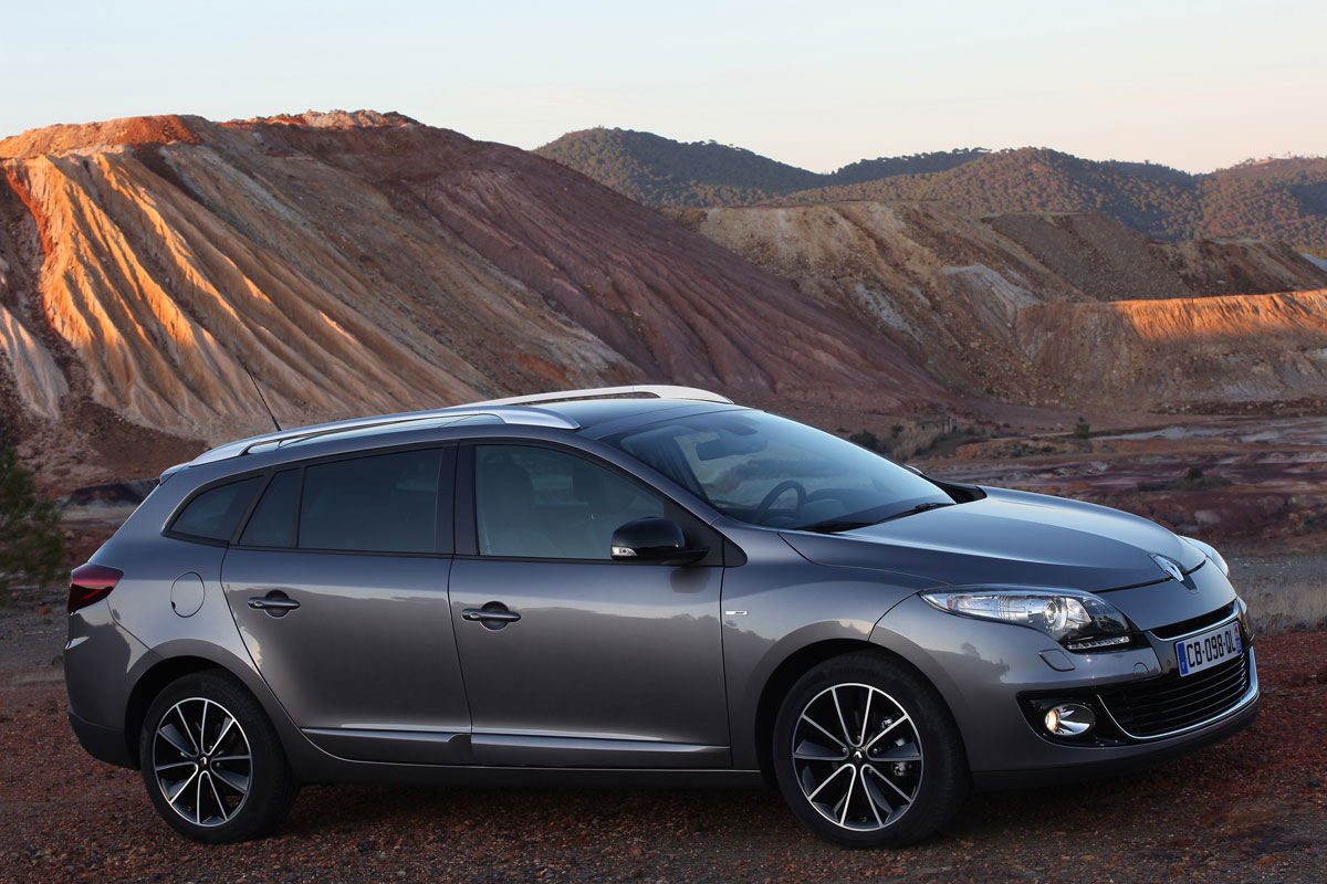 renault megane iii estate 2012 images