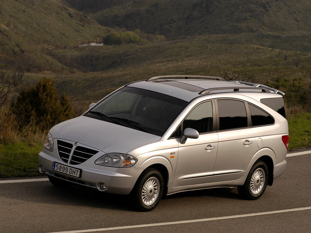 ssangyong rodius 2010 pictures