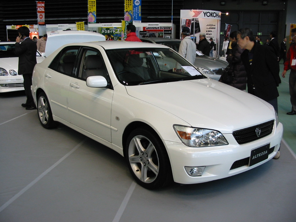 toyota altezza 2003 pictures