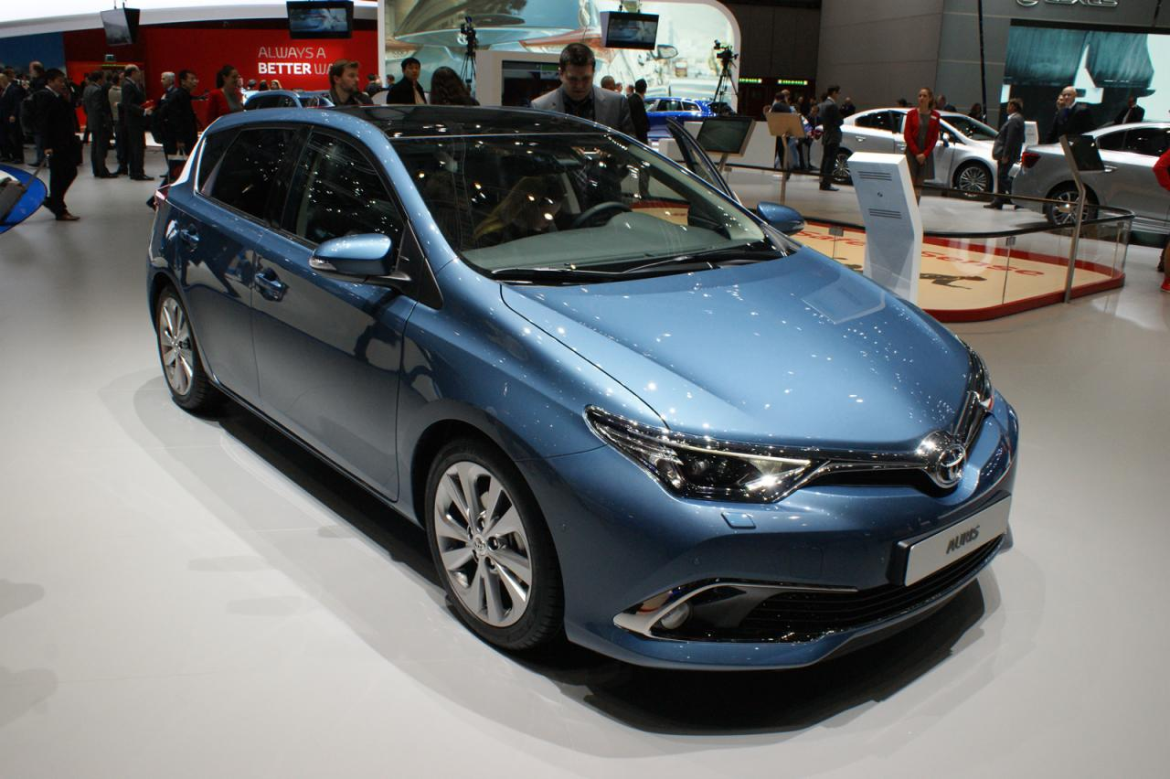 2015 toyota auris pictures information and specs auto. Black Bedroom Furniture Sets. Home Design Ideas