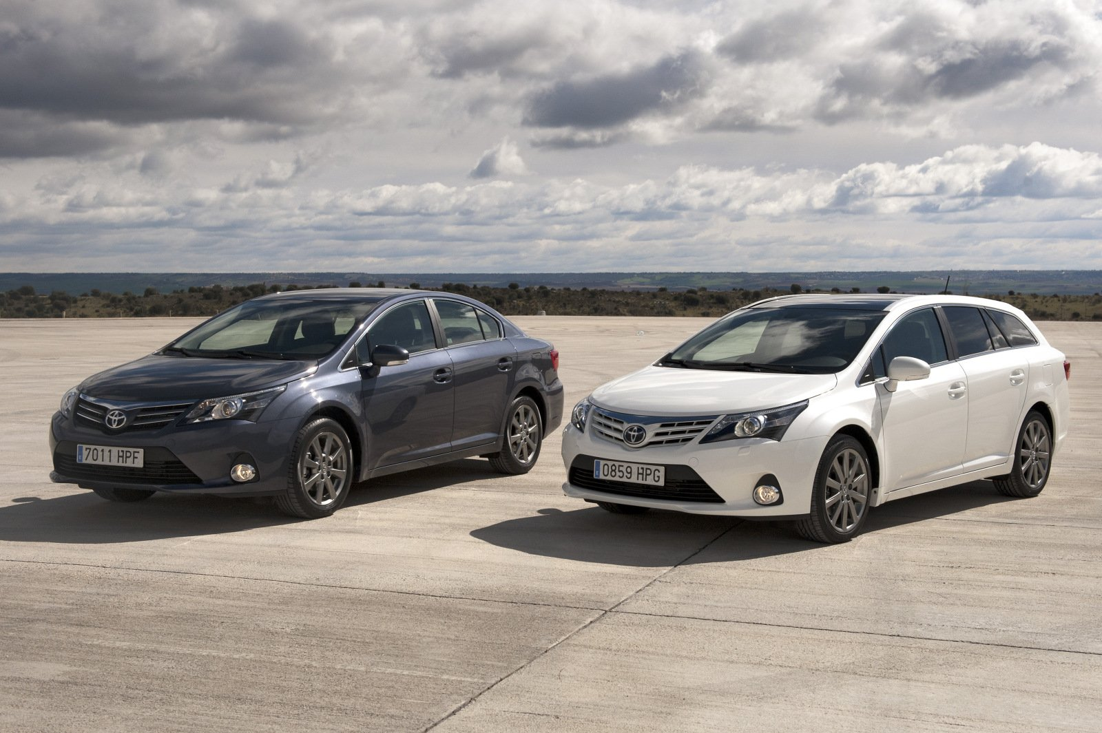 toyota avensis iii 2013 pictures