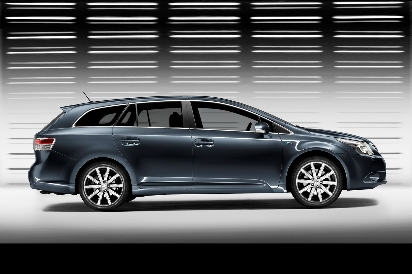 toyota avensis images