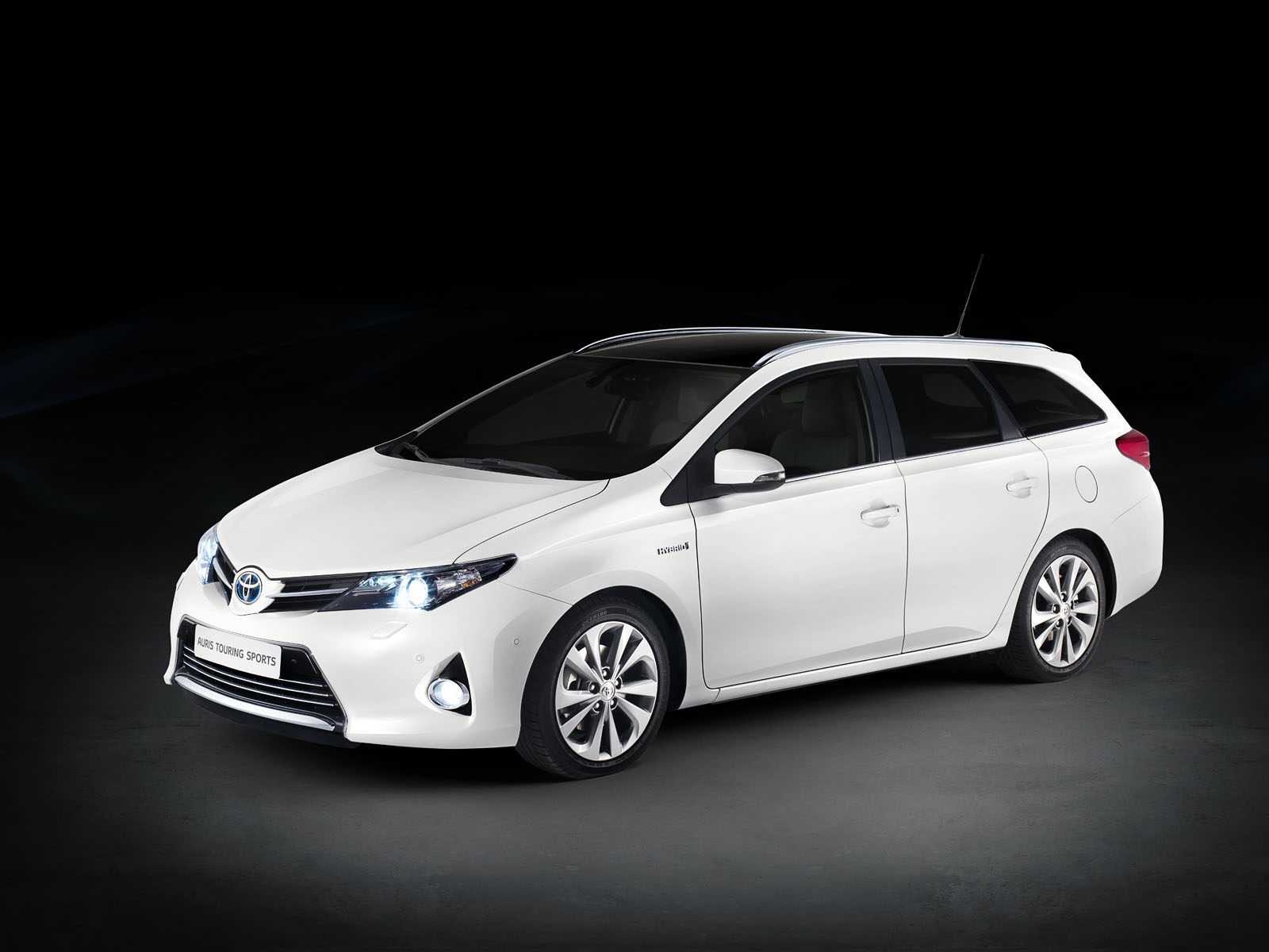 toyota corolla verso 2016 pictures