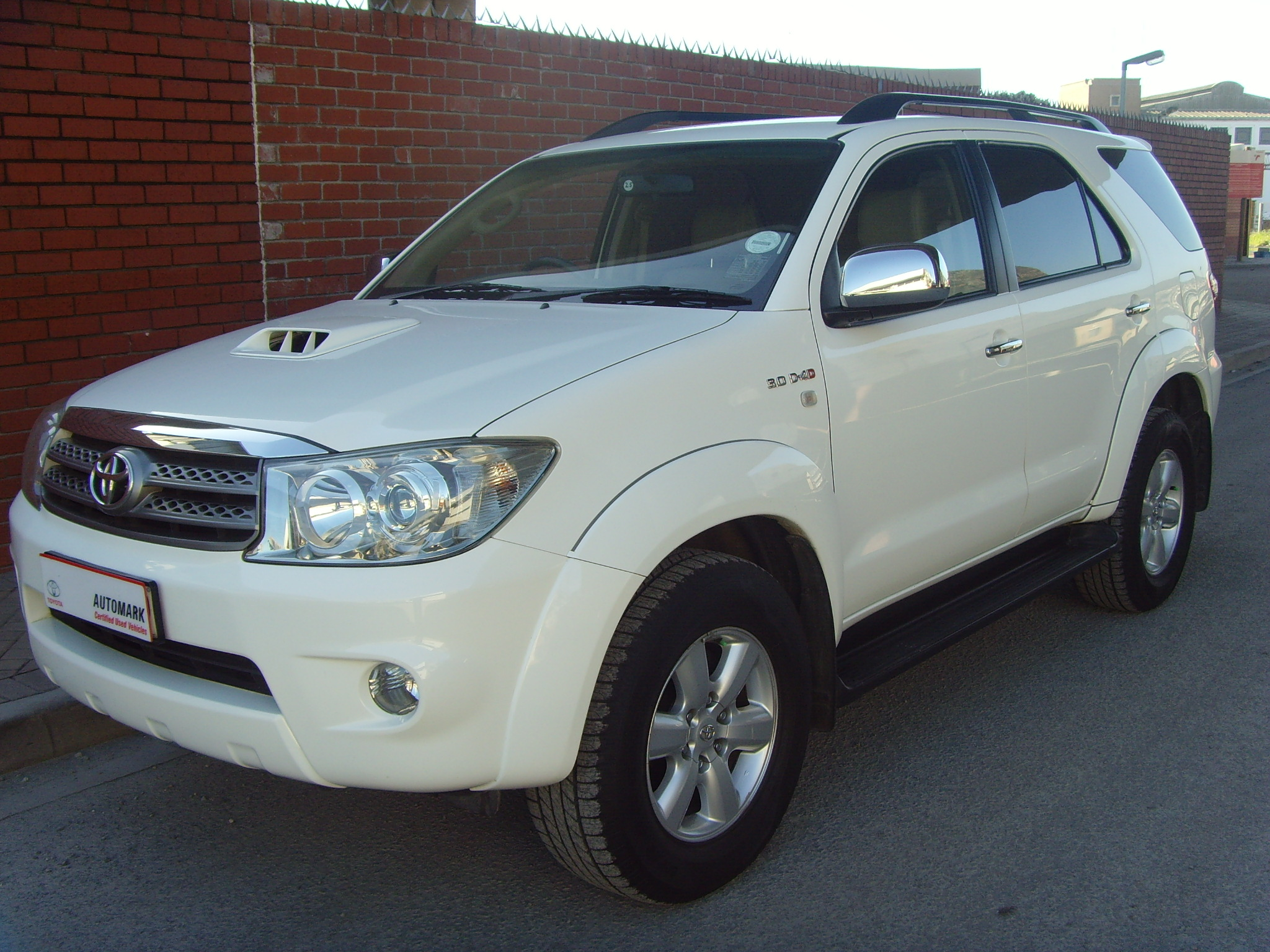 toyota fortuner 2010 images