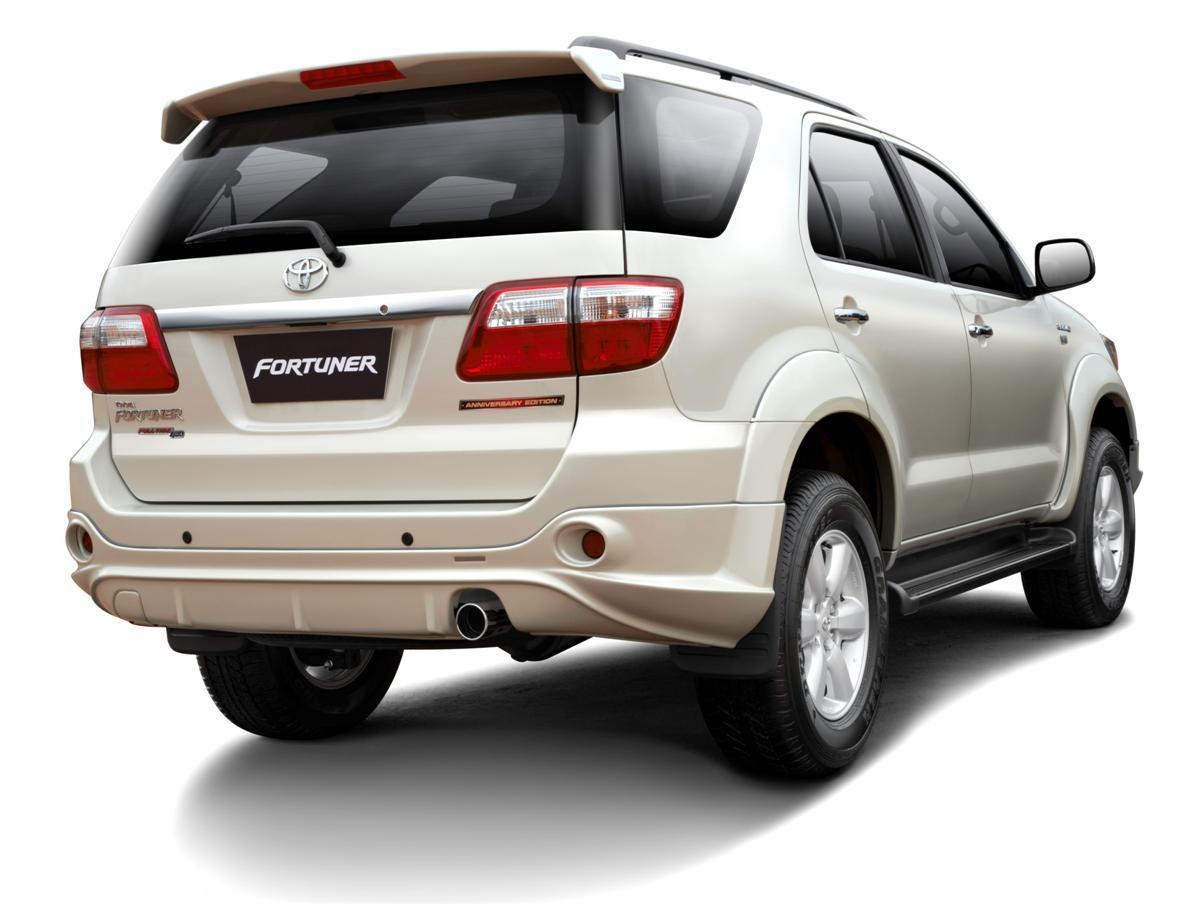 toyota fortuner 2010 pictures