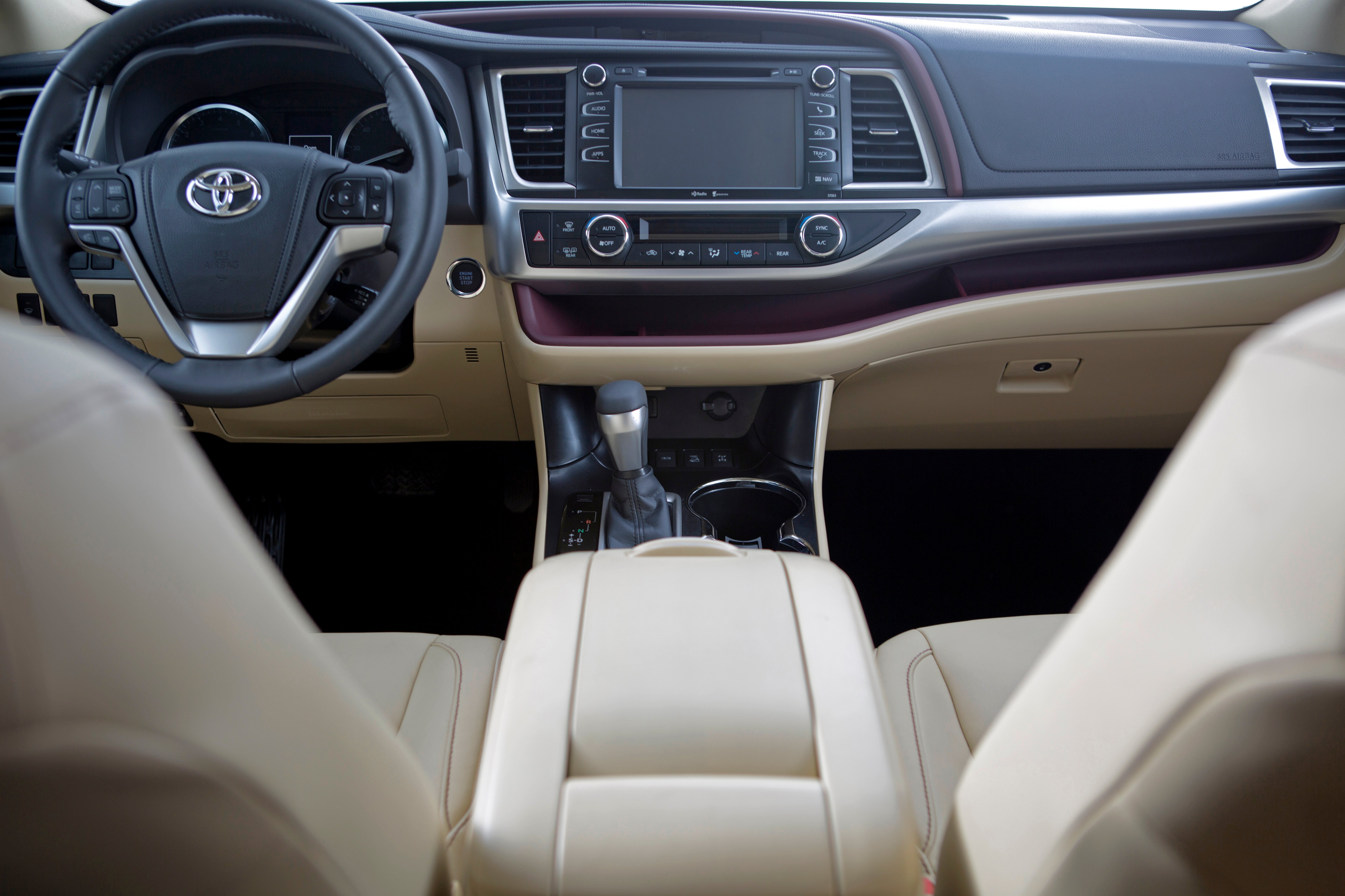 serving sale highlander fwd interior used htm certified le ca los county toyota for angeles bl glendale