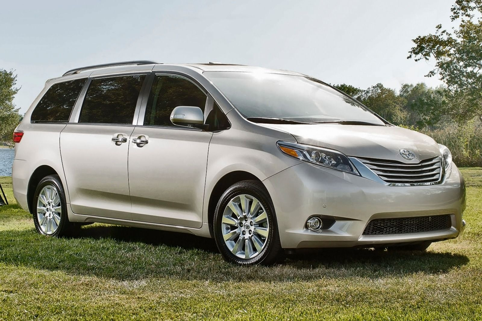 2015 Toyota Sienna ii – pictures information and specs