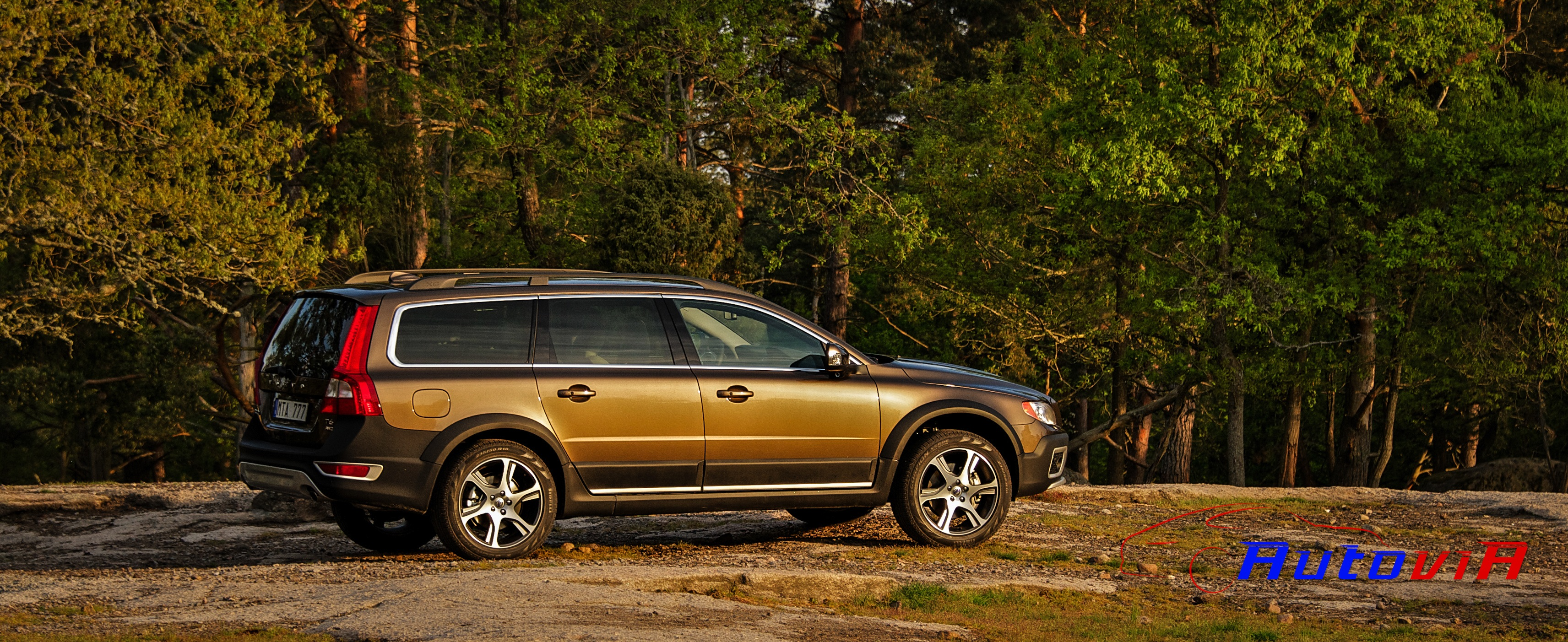 2013 volvo xc70 iii pictures information and specs. Black Bedroom Furniture Sets. Home Design Ideas
